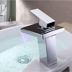 72.63$  Watch now - http://alirhs.worldwells.pw/go.php?t=32492316808 - MONITE Basin Sink Solid Brass Chrome Brass Bathtub Deck Mount 8001 banheira torneira LED Waterfall Mixer Tub Faucet Tap