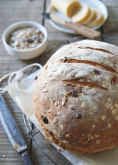 Nothing beats the smell of freshly baked bread coming out of the oven. This hearty muesli bread is begging to be slathered with some butter and enjoyed warm! // @runtothekitchen
