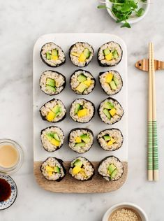 Who says you can't eat sushi when you're vegan? Before I went vegan I never knew that mango sushi would be my new favourite! Avocado and Mango Brown Rice Sushi - An easy, healthy homemade sushi recipe. Vegan and gluten free. Sushi Vegetariano, Easy Sushi Rolls, Cucumber Sushi Rolls, Vegan Sushi Rolls, Avocado Sushi Recipe, Cucumber Drink, Baked Avocado, Brown Rice Sushi, Sushi Roll Recipes