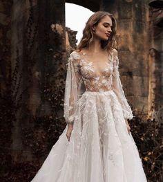 """""""#weddingdress #weddingdresses #wedding #weddingku #weddinginspiration #weddings #weddingbells #weddingphotography #wedding2015 #weddinghair #weddingmakeup…"""""""
