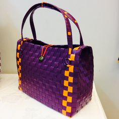 Paper Weaving, Handmade Bags, Purses And Bags, Baskets, Shoulder Bag, Handbags, Diy Clutch, Women's Handbags, Satchel Handbags
