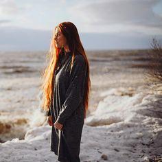 Я вот подумала, а чем может запомниться год, если не путешествовать? (Ну, влюблённость, рождение ребёнка, и всякие знаковые события вроде окончания школы/универа в расчёт не берём) Я поняла, что ушедший год навсегда мне запомнится, как год, когда я впервые увидела Норвегию, впервые с машиной плыла на пароме, видела снег летом, оленей на дороге, океан, фьорды Остальные хорошие и плохие события рано или поздно сотрутся и забудутся. Дет.сад Серафима, правда, ещё. Но это в счёт знаков...