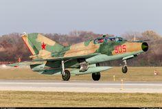 ✈ Russian AF_MiG-21UM
