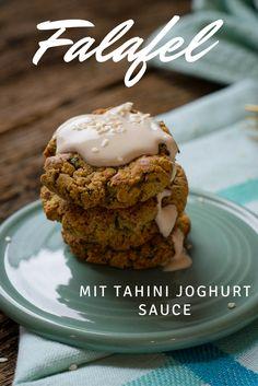 Soooo super lecker und ganz einfach selbst zu machen - Falafel mit Tahini Joghurt Soße Tahini Dip, Bento And Co, Food Stations, Diet Snacks, Asian, International Recipes, Diy Food, Soul Food, Super