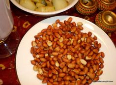 Roasted Peanuts for fast! भुनी हुई मूँगफली ख़ास व्रत/ उपवास के लिए . http://www.chezshuchi.com/roasted-peanuts-hindi.html