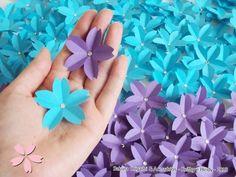 Flores de sakura em lilás escuro e azul turquesa - Sakura Origami & Acessórios - http://blog.sakuraorigami.com.br/2013/05/flores-de-sakura-da-marina.html #festa #origami