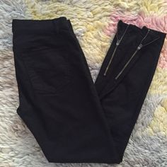 """GAP Legging Jean Excellent, used condition. Honestly, I don't remember if I've ever worn these pants. Skinny fit, ankle zip, 26"""" inseam. Gap sizing is 0r, 25. GAP Pants Ankle & Cropped"""