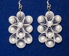 Love these earrings with pearls and quilling!