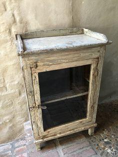 Oud houten kastje vitrine keukenkastje vintage landelijk brocant industrieel