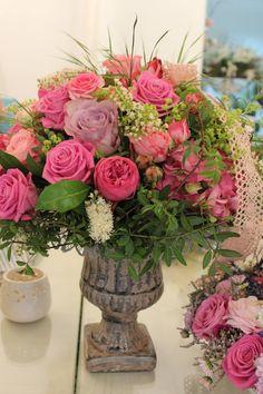 Kytica s nádobou, ruže, alchemilka 80 € http://www.kvetysilvia.sk/donaskova-sluzba/