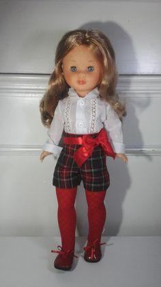 Vestidos para nancy, ropa para nancy Nancy coleccion, zapatos para nancy Sewing Doll Clothes, Sewing Dolls, American Girl, Vestidos Nancy, Nancy Doll, Barbie And Ken, Vintage Dolls, Doll Patterns, Harajuku