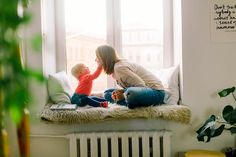 9 Ways To Stop Toddler Temper Tantrums. Parenting can be a challenge when dealing with toddler temper tantrums. Here are some positive parenting tips. Baby Sitting, Les Baby-sitters, Beste Podcasts, Toddler Speech, Toddler Games, Toddler Fun, Toddler Learning, Toddler Activities, Train Your Brain