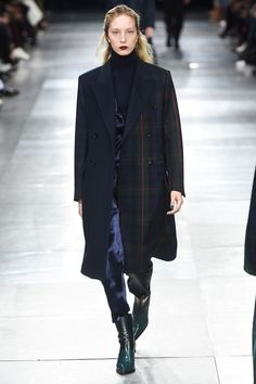 The complete Paul Smith Fall 2018 Menswear fashion show now on Vogue Runway.