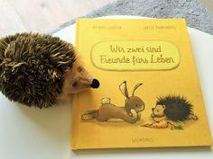 """Schon lange habe ich Euch kein Kinderbuch mehr vorgestellt. Heute habe ich eine ganz bezaubernde Geschichte dabei: """"Wir zwei sind Freunde fürs Leben"""" von Michael Engler ist ein Buch über Freundschaft, Zusammenhalt und Vetrauen. Danke an Bastei Lübbe für das Rezensionsexemplar. Der Hase und der Igel sind die besten Freunde weit und breit. Jeden Tag spielen sie zusammen und freuen sich, einander zu haben. Als der Hase nach einer Möhre suchen will trifft er auf das Eichhörnchen. Die beiden…"""