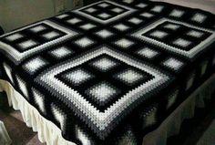 Black & White granny square blanket- LOVE the colorblocking! Crochet Bedspread, Crochet Quilt, Crochet Blocks, Crochet Motif, Crochet Designs, Crochet Stitches, Granny Square Crochet Pattern, Crochet Squares, Crochet Blanket Patterns