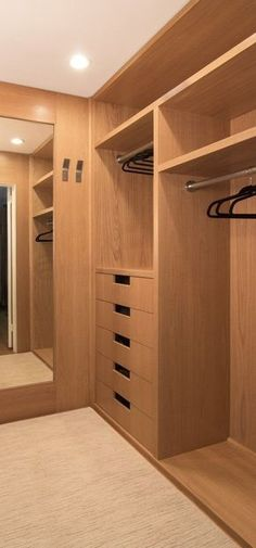 5 Modern Wardrobe Closet Designs Everyone Will Like Wardrobe Design Bedroom, Bedroom Wardrobe, Wardrobe Closet, Walk In Wardrobe Design, Modern Wardrobe, Master Closet Layout, Master Bedroom Closet, Small Master Closet, Walking Closet