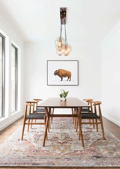 Get inspired by these dining room decor ideas! From dining room furniture ideas, dining room lighting inspirations and the best dining room decor inspirations, you'll find everything here! Mid Century Modern Living Room, Mid Century Dining, Mid Century Rug, Home Interior, Interior Design, Dining Room Inspiration, Rug Inspiration, Interior Inspiration, Interior Ideas
