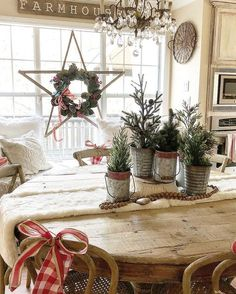 Rustic Star with a Christmas wreath. Farmhouse Decorating Ideas, Holiday Decor Inspiration, Rustic Christmas, Dining Room Holiday Ideas.