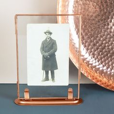 A simple and stylish copper glass photo frame that slots into its own copper stand. Copper Photo Frame, Glass Photo Frames, Copper Frame, Copper Wire Crafts, Copper Decor, Copper Home Accessories, Decorative Accessories, Stylish Photo Frames, Quirky Homeware