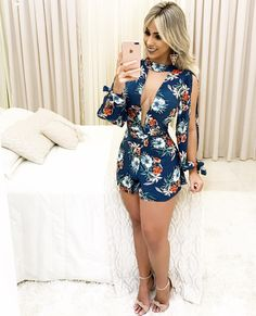 Is this colourful and strong enough to contain this sexy bombshell ? Teen Fashion, Fashion Outfits, Womens Fashion, Fashion Trends, Goth Women, Sexy Women, Sexy Dresses, Cute Dresses, Chor
