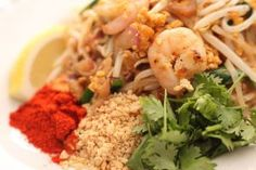 "Kuy Tiao Pad Thai / fried the rice noodle with seafood,  vegetables, peanut and egg ""パッタイ"""