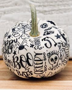Creative Painted Pumpkin Ideas for Those Who Hate Carving Because who wants the mess? Halloween Home Decor, Halloween House, Holidays Halloween, Halloween Pumpkins, Halloween Crafts, Happy Halloween, Vintage Halloween Decorations, Halloween Ideas, Halloween Party