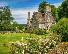 Miserden Estate cottage, Miserden by Bob Radlinski Storybook Homes, Storybook Cottage, Beautiful Buildings, Beautiful Homes, Beautiful Places, Cute Cottage, Cottage Style, Fairytale House, Cute House