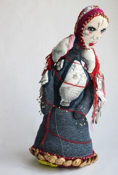 Mademoisaile Engloutie – Monaluison Sculpture Textile, Art Textile, Textiles, Making Dolls, Monster Dolls, Gremlins, Fabric Dolls, Needle And Thread, Goblin