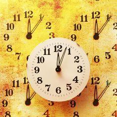 De nombreuses fois, nous regardons l'heure et nous sommes surpris parce que l'horloge affiche un horaire curieux : le même chiffre inversé, qu'on appelle heures miroirs inversées (13h31 par exemple). Qu'est-ce que cela signifie ?
