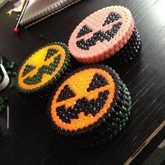 Halloween Jack-o-Lantern coasters hama perler by beardiewiththebeard