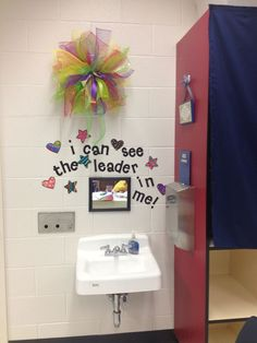 I can see the leader in me.cute, however, I would make it a little easier to read. Less fluff around it but still cute for my Kinder kiddos. Seven Habits, 7 Habits, New Classroom, Classroom Decor, Classroom Design, Classroom Wall Quotes, School Bathroom, Classroom Bathroom, School Murals