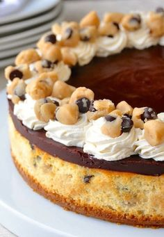 Chocolate Chip Cookie Dough Cheesecake Délicieux Desserts, Cheesecake Desserts, Dessert Recipes, Pasta Recipes, Cheesecakes, Rock Recipes, Cookie Dough Cheesecake, Classic Desserts, Galletas Cookies