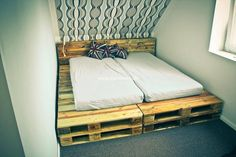 recycled pallet wood bed 80