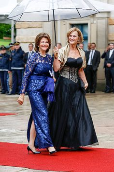 (L) Queen Silvia of Sweden and Karin Seehofer attend the Bayreuth Festival 2017 Opening on July 25, 2017 in Bayreuth, Germany.