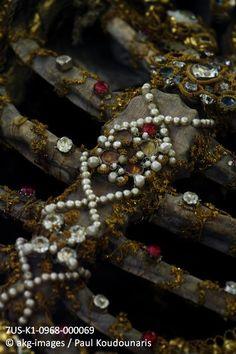 7US-K1-0968-000069 Kisslegg, Germany, St. Clemens, chest detail. Photo 2012. © akg-images / Paul Koudounaris