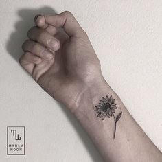 Cool black and white sunflower tattoo ideas you with to have 17 #beautytatoos