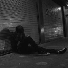Bad Boy Aesthetic, Night Aesthetic, Aesthetic Grunge, Aesthetic Photo, Aesthetic Pictures, Image Deco, Dark Paradise, Black And White Aesthetic, Dark Photography