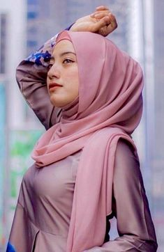Pin Image by Chantik Genit Beautiful Muslim Women, Beautiful Hijab, Young And Beautiful, Casual Hijab Outfit, Hijab Chic, Hijab Fashion, Girl Fashion, Moslem, Muslim Beauty