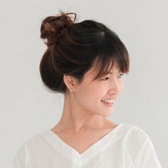 These long Bangs are fanned out over the temple such that makes a high free bun updo excessively stylish. Try not to zero in on creating them entirely brushed, the marginally untidy look is in! Layered Hairstyles, Hairstyles With Bangs, Easy Hairstyles, Straight Hairstyles, Professional Hairstyles For Women, Hair Tuck, Bun Updo, Short Hair With Layers, Long Bangs
