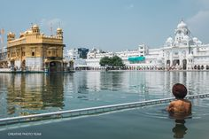 At last, having walked enough through the noisy streets, we go to the Golden Temple of Amritsar. We planed to visit The world's biggest free canteen too. Golden Temple Amritsar, World Cities, Creative Photos, India Travel, Travel Photos, New York Skyline, Louvre, Around The Worlds, City