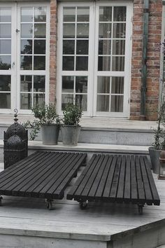 VILLA VÅRGATAN: Nytt DIY-projekt under bar himmel. Beautiful, just roll them wherever you want-sunny or shady. Outdoor Life, Outdoor Spaces, Outdoor Gardens, Outdoor Living, Outdoor Decor, Outside Living, Villa, Outdoor Projects, Garden Furniture