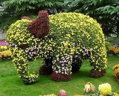 A topiary you will never forget (because elephant, get it?)