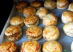 Pakistani Bakery Style Chicken Patties Read Recipe by hirakhanr Appetizer Recipes, Snack Recipes, Cooking Recipes, Indian Appetizers, Indian Snacks, Bread Recipes, Cooking Tips, Iftar Recipes Pakistani, Pakistani Dishes