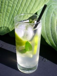 Ginger-lime lemonade to try. Juice Smoothie, Smoothies, Cold Drinks, Yummy Drinks, Grill Party, Drink List, Milkshake, Glass Of Milk, Healthy Snacks