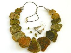 Green Statement Necklace, Green Necklace Jewelry Set, Gemstone Necklace and Earrings for Women, Short Necklace, Handcrafted Jewelry #handmade #jewelry