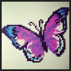joli papillon violet foncé/violet clair en perles hama