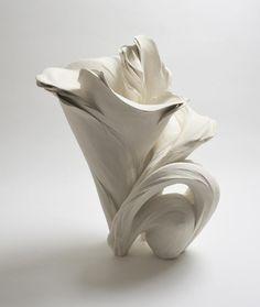 Fujikasa Satoko, floreciente, 2014, gres blanco con slip-esmalte, cerámica japonesa, japoneses cerámica contemporánea, escultura japonesa, cerámica japonesa