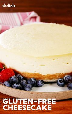 gluten free cheesecake If Youre Gluten Free, You Can Still TOTALLY Eat CheesecakeDelish Patisserie Sans Gluten, Dessert Sans Gluten, Gluten Free Desserts, Gluten Free Recipes, Diet Recipes, Healthy Cheesecake, Cheesecake Desserts, Fluffy Cheesecake, Gluten Free Cheesecake Crust
