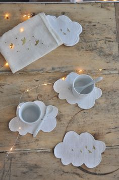 Image of Dessous de tasses. Cloud coasters and placemats. Felt Crafts, Fabric Crafts, Sewing Crafts, Diy And Crafts, Sewing Projects, Crafts For Kids, Diy Coasters, Creation Couture, Couture Sewing