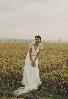Photos Dan O'Day Photography // Bridal gown Jenny Packham // Veil Bridal Avenue // Shoes Jimmy Choo // Earrings Samantha Wills // Hair Rob Peetoom // Makeup Renee Pettit // Hello May Magazine.